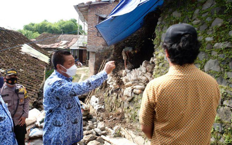 Wali Kota Magelang Cek Penanganan Longsor di Wates
