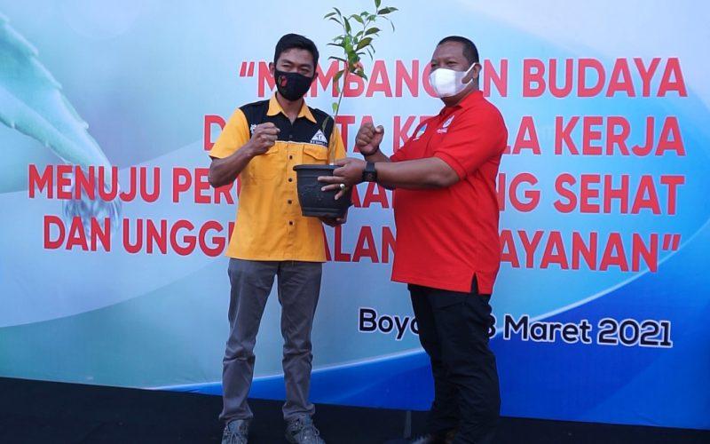 HUT ke- 43 Perumda Tirta Ampera Boyolali, Tanam 1.000 Pohon di Lereng Merbabu